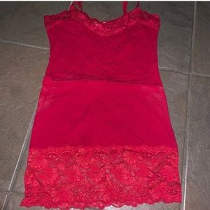 Bozzolo red tank with lace trim